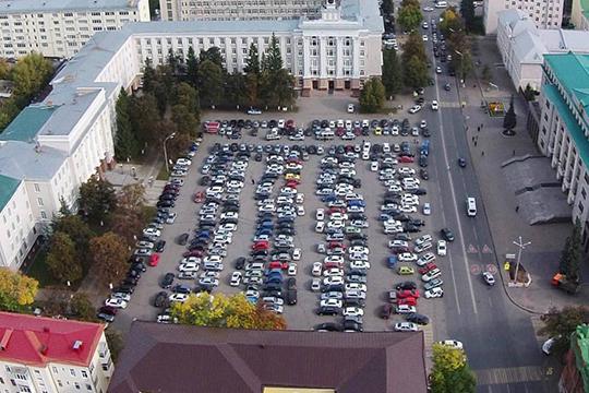 Центр города в будний день превращается в одну большую парковку
