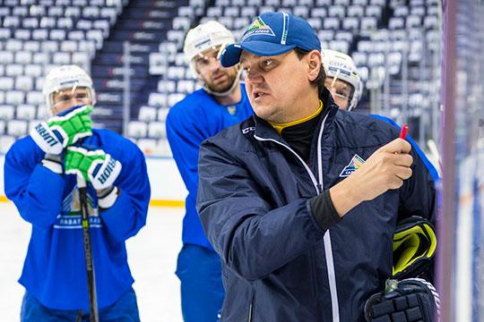 «Ак Барс» отдал «Салавату Юлаеву» лед с 9:00 до 11:00. Уфимцы приехали на арену намного позже – около 9:30, а на лед вышли вышли вообще в 10.00