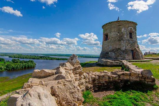 Как рассказалЛенар Мифтахов, наисторическом месте стоят развалины булгарской мечети XII века