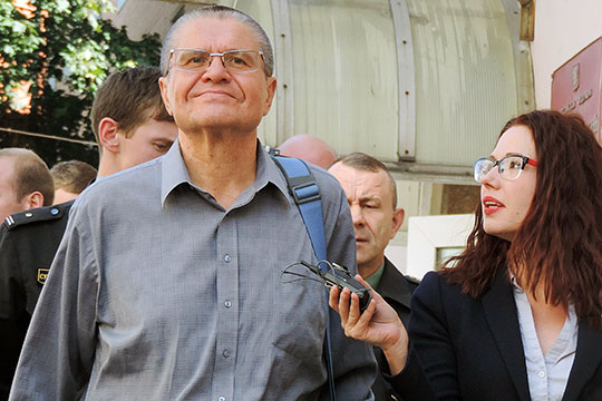 «Господин Улюкаев всегда был чиновником наотносительно небольшой заработной плате. При этом, количество дорогой недвижимости иучастков унего огромное. Вопрос, откуда?»