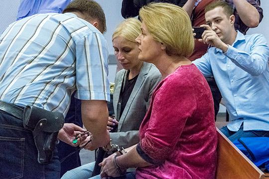 Татьяна Водопьянова подала заявление обуходе «всвязи сдостижением пенсионного возраста». Уголовное дело прекратили всвязи сдеятельным раскаянием обвиняемой, нокресло главы татарстанских профсоюзов так иосталось вакантным