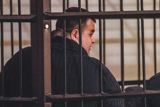 В суде также заслушивались документы, в которых арендатор «Адмирала» Гусейн Гахраманов обещал «в самые кратчайшие сроки» устранить все нарушения в плане противопожарной безопасности