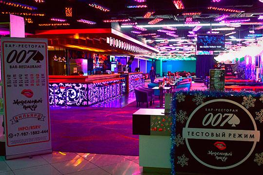 Экс-глава пресс-службы ТАИФаДмитрий Немановзапустил бар-ресторан клубного формата под вывеской «007». Инегде-нибудь, анатретьем этаже «Корстона».
