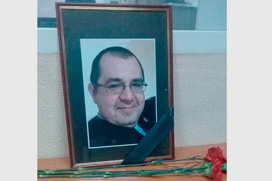 Всмертибывшего заместителя начальника отдела полиции «Вишневский»Асланбека Тхостова, ушедшего изорганов внутренних дел около года назад, разбирается следком