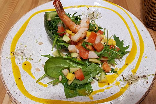 Салат «Манго-креветки» достаточно фотогеничный