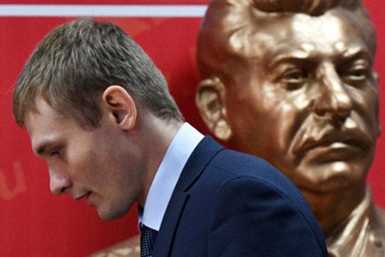 Несмотря нато, что губернатор-коммунистВалентин Коноваловвовремя выборов обещал жестко снизить расходы начиновников,несколько глав министерств республики получили вознаграждения по300% отмесячных зарплат