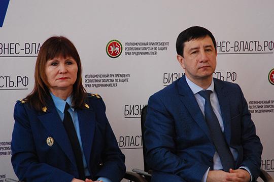 Насима Мирзанурова (слева)дала поручение местной прокуратуре проанализировать все закупки, которые прошли в районе за последний год