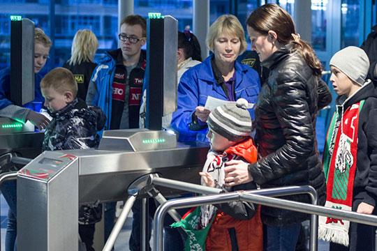 Поход с семьей на хоккей в России в среднем обойдётся в 5980 рублей