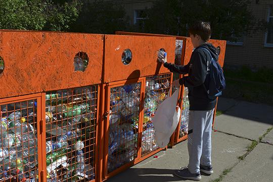 «Влюбом районе республики каждый гражданин должен знать, что, грубо говоря, синий контейнер— именно для пластика, ионнедолжен искать для этого никаких дополнительных инструкций»