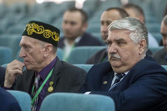 Альберт Бурханов(справа) отметил, что интерес кизучению истории татарских сел впоследнее время растет, что неможет нерадовать