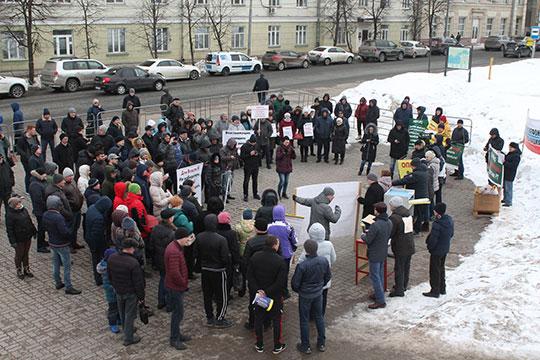 Сегодня в казанском парке им. Петрова состоялся первый в этом году митинг кредиторов Татфондбанка и Интехбанка