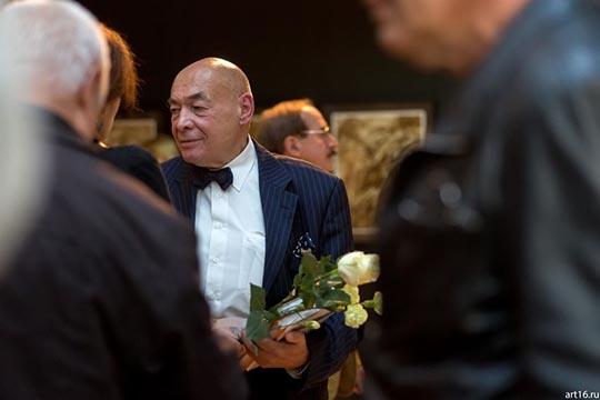 НадирАльмеевбыл выдвинут насоискание Тукаевской премии засерии графических работ «Колокола Хиросимы»