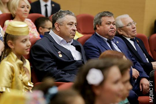 Дмитрий Туманов (в центре) выдвинут всоставе творческого коллективаза фестиваль «Созвездие— Йолдызлык», давший путевку вжизни десяткам молодых артистов