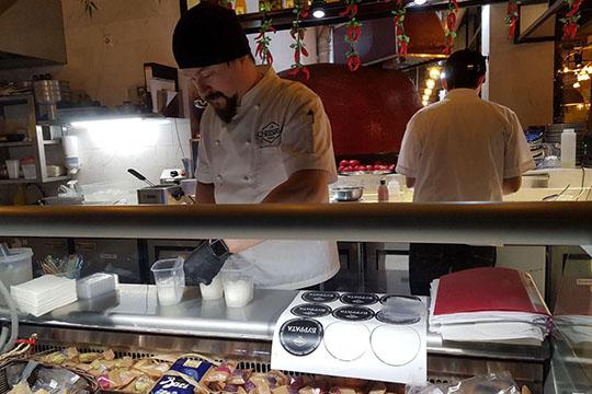 Понравившиеся сыры, трюфельную пасту имороженое можно приобрести ссобой влавке увхода