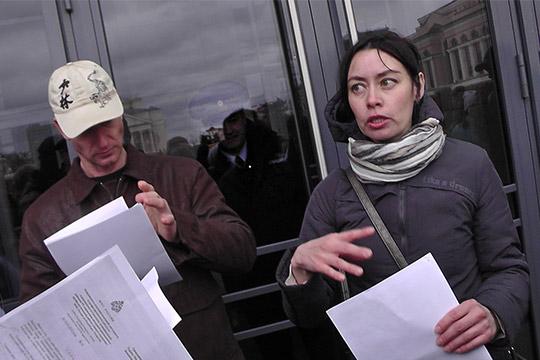 Перед кабинетом министров РТ собрались несколько десятков человек, требовавших аудиенции у премьер-министра РТ Алексея Песошина, но внутрь их не пускали