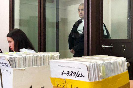 Оказался в судебном «аквариуме» и другой фигурант дела, Сыркин, по оперативным данным, он проходит под прозвищем Чех