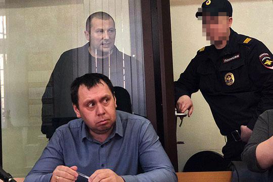По оперативным данным, интеллектуальным центром и идейным вдохновителем группы был 49-летний Косарев (на заднем плане)