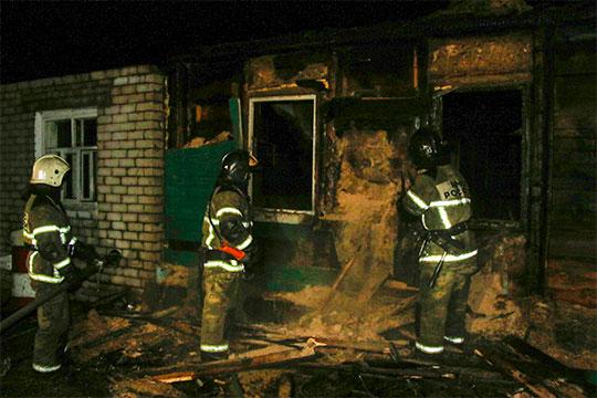 Пожарные вынесли 6 тел из сгоревшего сегодня ночью частного дома на улице Пестеля. Среди погибших — младенец 9 месяцев
