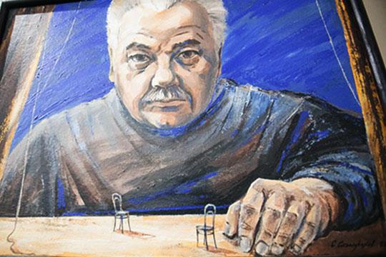 «Салимжанов творил в советское время, делал советский театр в Советском Союзе. А Бикчантаев уже начал творить в буржуазной стране, в стране бизнеса»