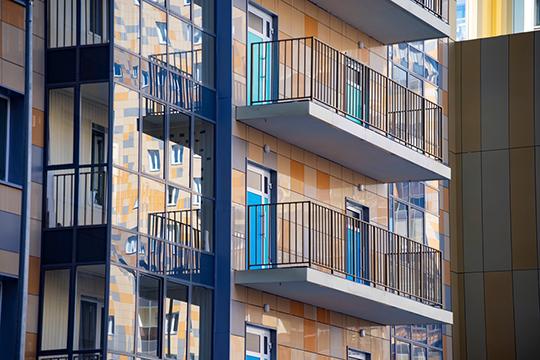 Запоставки фасадной плитки застройщик авансом передал ООО«Керами» 28 квартир