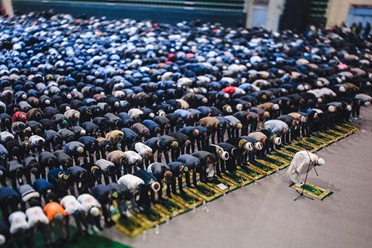 Накануне с заходом солнца начался священный для мусульман месяц Рамадан