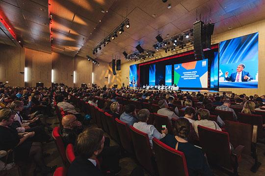Пленарное заседание на тему «Professional update: образовательная экосистема для человека новой экономики» традиционно началось с демонстрации видеоролика