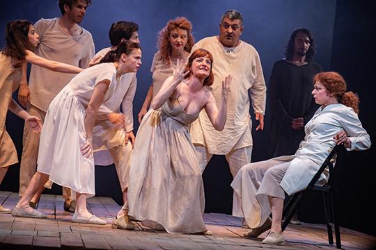 Спектакль румынского театра Nottara «Мольер», поставленный худруком красноярского ТЮЗа Романом Феодори, стал главным событием«Науруза»