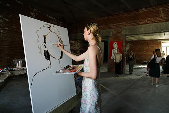 Самым внятным ицелостным вышел эскиз художницыАлисы Сафиной«не.порочность»