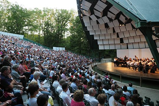 Грегор Тасси в своей рецензии отметил поразительное взаимодействие в ансамбле между дирижером, оркестром и солистом во время исполнения Четвертого концерта