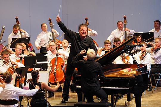 «Как оркестр, так и дирижер явно не страдали от нехватки благородства, музыкальной интеллектуальности, чувственности, страсти и пыла»
