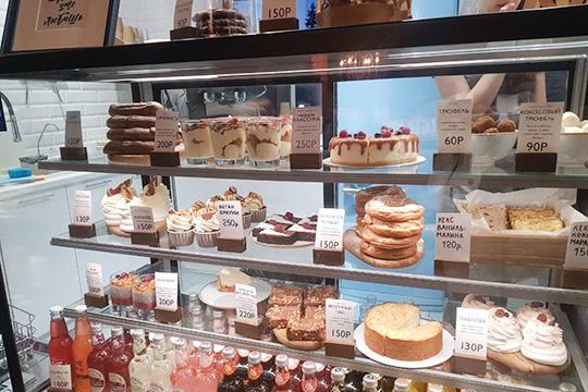 Основная специализация — на десертах. Они меняются и в меню, которое лежит у барной стойки, даже не фиксируются