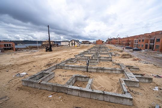 Новые дома отличает увеличенная до200 квадратных метров жилая площадь. Будущие хозяева смогут наэтапе строительства распланировать внутреннее пространство как угодно