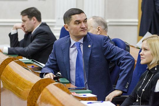 Среди его друзей особенно выделяется ныне гендиректор «Татспиртпрома» Ирек Миннахметов