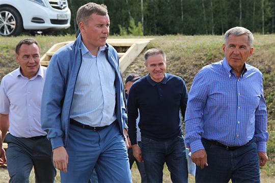 Как Марат Азатович стал чиновникам? По одной из версий, в Казани на него давно положили глаз, руководству республики нравился молодой и усидчивый сельскохозяйственный менеджер