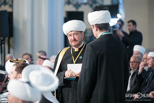 «Муфтий Равиль хазрат Гайнутдин наряду с возглавляемым им ДУМом создал Совет муфтиев России, под крышей которого он собрал осколки былого единства — региональные муфтияты»