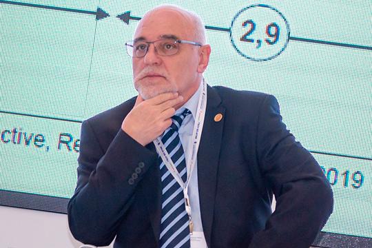 Ласло Гереч:«Нефтяные предприятия— непросто богатые иделают прибыль, аони работают наблаго общества»