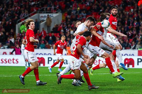 У «Спартака» впереди играли Тилль, Мельгарехо, Шюррле, которые проигрывали в скорости защитникам «Рубина»