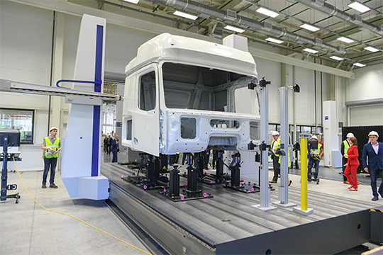 В мае одним из самых важных событий 10-летнего партнерства стало открытие завода кабин ценой в 400 млн евро