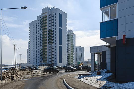 Три самых больших контракта «Волга-Автодор» суммами связаны с многострадальным жилмассивом «Салават Купере». На организацию межквартальных проездов компания получила 1,5 млрд рублей