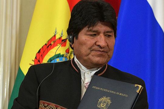 Действующий президент Боливии Эво Моралес находится в бегах. В отставку он подал в минувшее воскресенье, спустя 3 недели после того, как выиграл свои четвертые по счету выборы