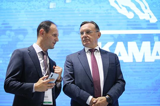 «По лизингу уже больше года никаких выплат не было, но к иску нас обязывает российское законодательство, — сообщил Олег Афанасьев (слева), — Закон требует либо взыскивать платежи, либо изымать технику»