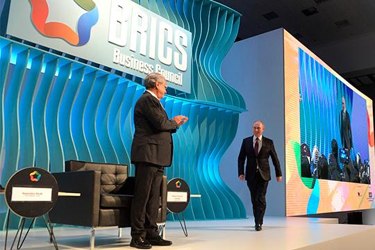 На саммите Владимир Путин в очередной раз заявил, что «российский рубль мог бы стать средством взаимных торговых расчетов между странами BRICS»
