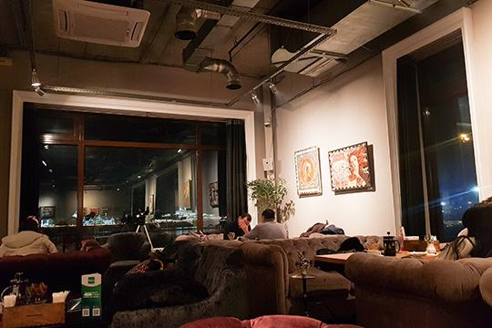 «Концепция галереи закрывает половину задач сдизайном, вторую половину решают панорамные (ичистые! Ура!) окна случшим вКазани видом наКремль»