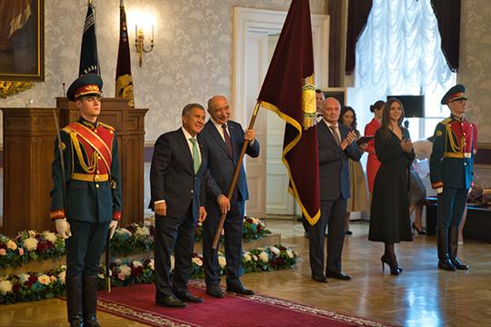 Собственно церемония награждения ибыла единственным пунктом повесткимероприятия. Гафуров получил звание «Заслуженный деятель науки Республики Татарстан»