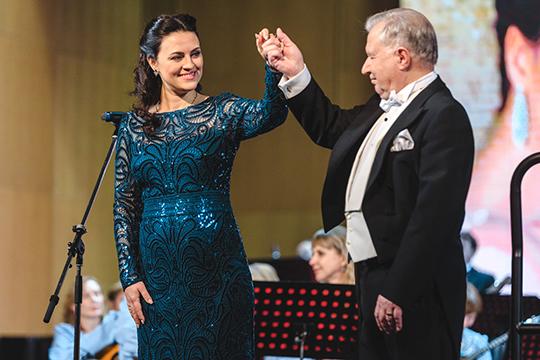«Я уже сотрудничала с оркестром маэстро Шутикова, еще в студенческие времена. Когда мне поступило от них предложение, даже не раздумывала»