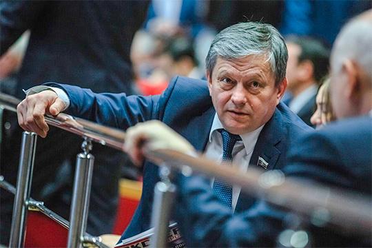Марат Бариев внес на рассмотрение нижней палаты российского парламента новый законопроект, запрещающий торговлю сосательными и жевательными никотиносодержащими смесями