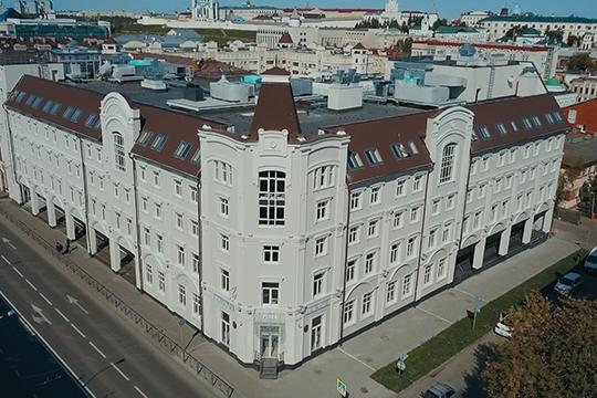 Комплекс расположен висторическом ядре Казани, рядом сключевыми  достопримечательностями, имеет удобную транспортную доступность