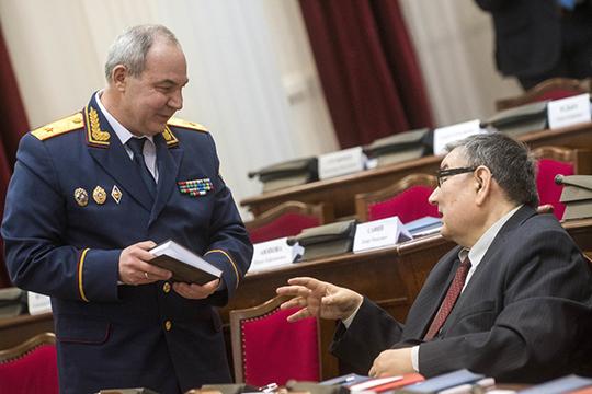Внеприятную историю попал ии.о. руководителя управленияМарат Зарипов (слева)— поитогам проверки московской комиссией, ему, поданным наших источников, вынесли выговор, хотя вцелом для системы посчитали весьма ценным кадром