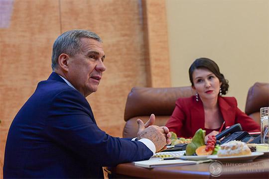 Модератором встречи выступила назначенная накануне новым руководителем пресс-службы президента РТЛилия Галимова