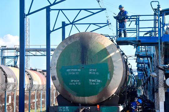 «Нефть — единственная наша спасительница и кормилица. С начала года и до конца апреля цены на нефть будут медленно снижаться. Они не обвалятся...»